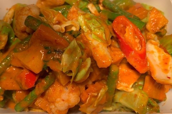 31.Phad phed phak (Rode curry)